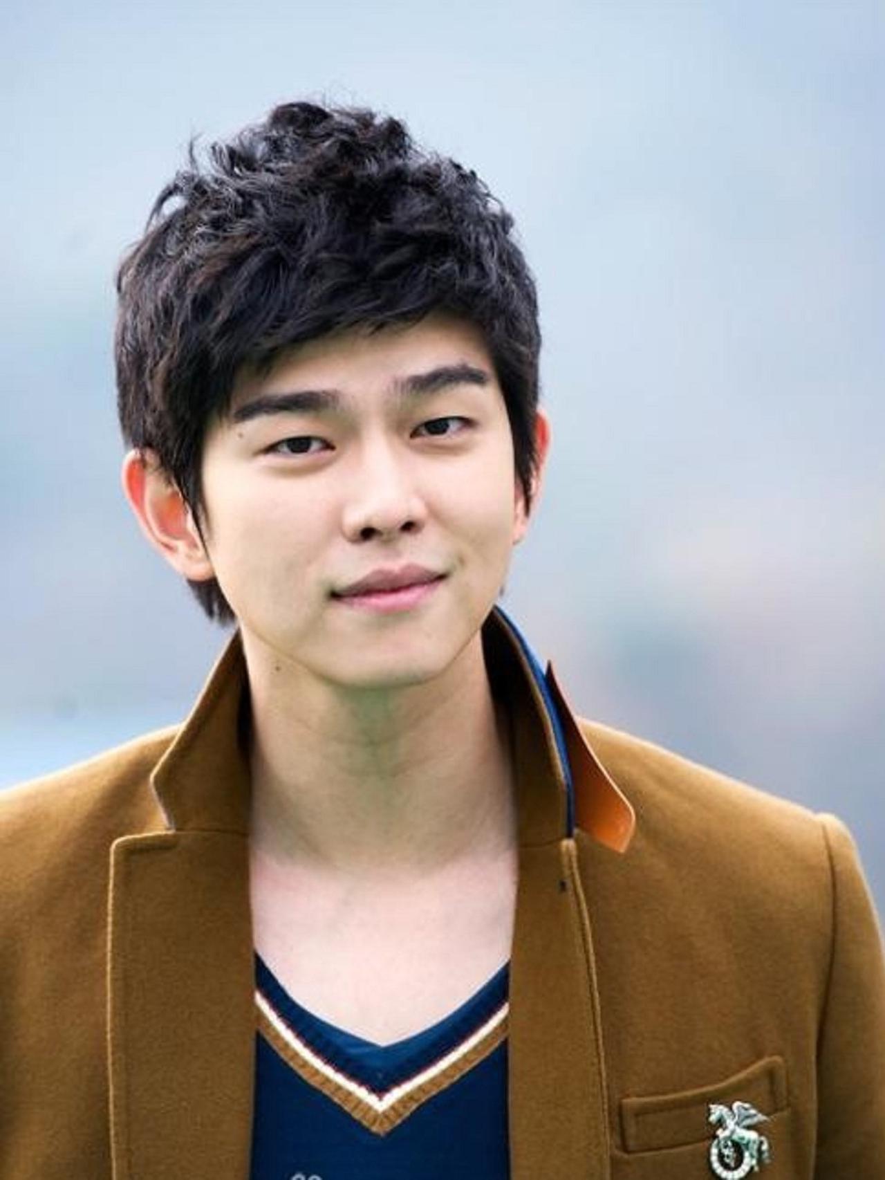 Akting Yoon Kyun Sang Mendapatkan Pujian di Drama Korea Terbaru