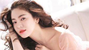 Song Hye Kyo Berpose Imut Bersama Aktor Ini